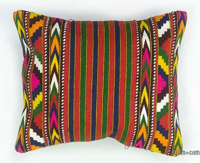 Kilim Pillow Cover - 1'5'' x 1'2'' (17 in. x 14 in.)