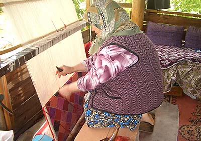 Vertical loom weaving